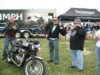 Rich (Roxyrue) and Ed (Tattoolucky) checking out the Cafe Racer show